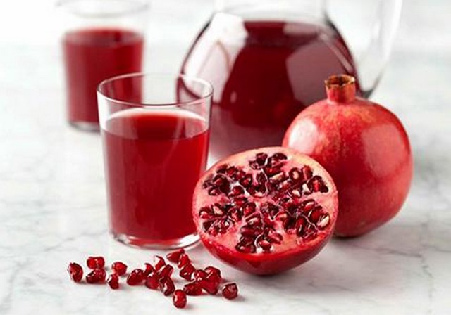 does pomegranate juice lower cholesterol